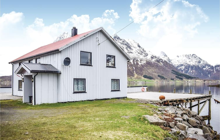 Holiday cottage with 3 bedrooms on 160m² in Svolvær