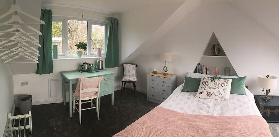 Attic room with en suite