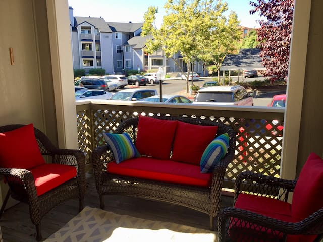 2-bedroom San Ramon apartment in a gated complex