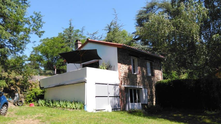 Maison sur les hauteurs de St Paul - Saint-Paul-en-Cornillon, Auvergne-Rhône-Alpes, FR - House