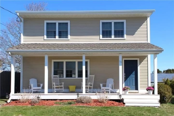 Lovely 3 Bdrm Home in the Heart of Sand Hill Cove!