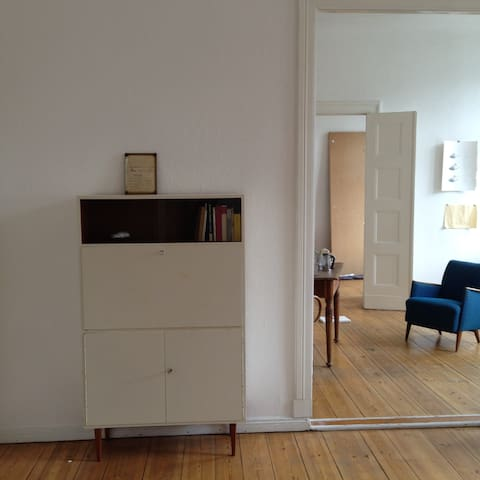 Small guestroom in sunny huge apt