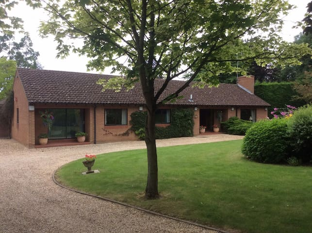 Double Bedroom - 2 Miles from Newmarket