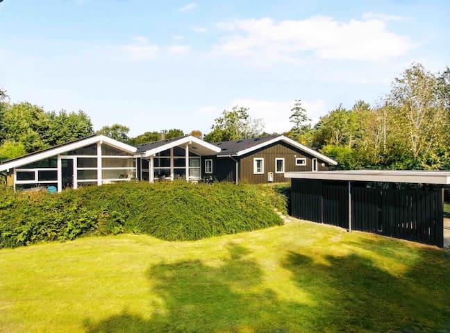 Lækkert sommerhus med Pool, spa & sauna