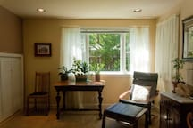 Sitting area with Washer/Dryer
