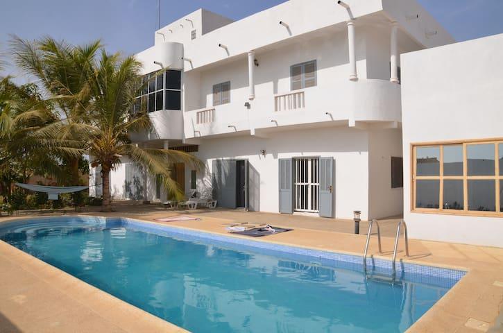 Chambre privée villa Sendou 400m de la mer - Dakar - Haus