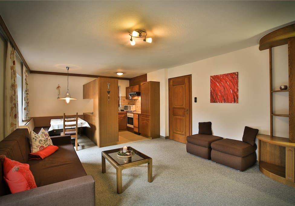 Wohnbereich mit Küche und Sitzecke