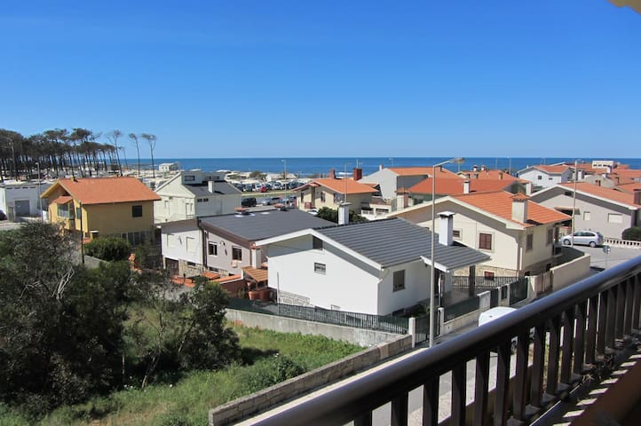 AT beach side with Great Sea Views - Cortegaça - Apartment