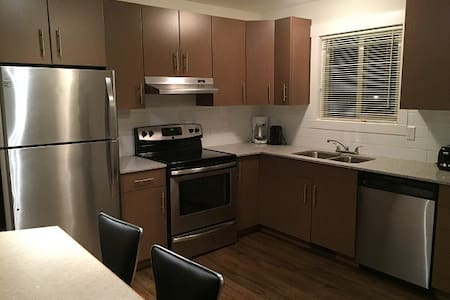 Beautifully furnished 3 bed Townhome (51)