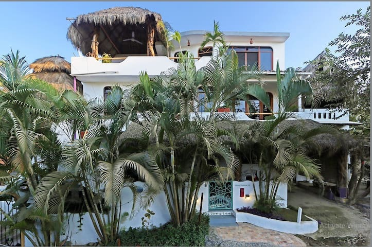 Casita Gatita....100 yards to the Beach or Plaza