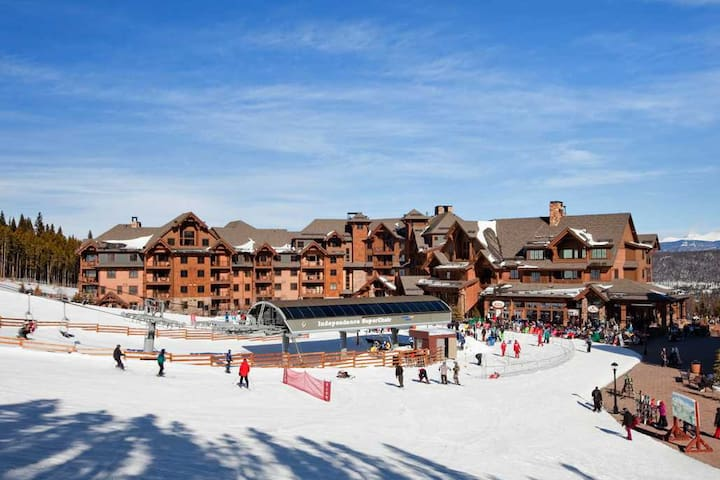 True Ski In-Ski out at Grand Lodge on Peak 7