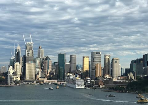 SPECTACULAR SYDNEY HARBOUR AND LANDMARK VIEWS