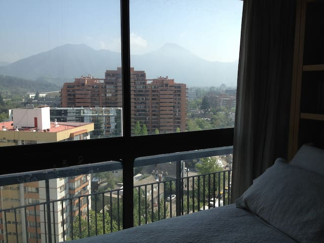 Nice view, very sunny and cozy. Great heating syst - Santiago - Bed & Breakfast