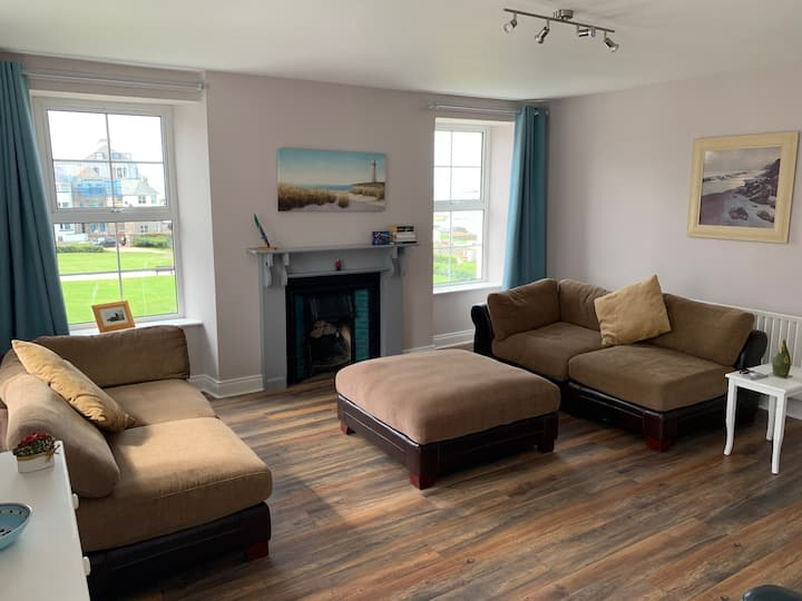 Blue Pool Townhouse, Portrush Bedroom2 Twin
