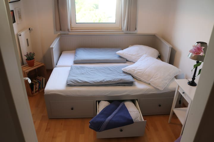 Feel like home in our cosy guest room in Munich
