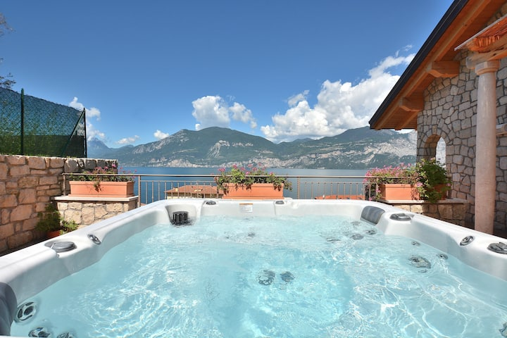 Paradise Apartment With Jacuzzi Lake View