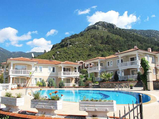 2 Bed Apartment in a Relaxing Complex in Hisaronu - Fethiye - Huoneisto