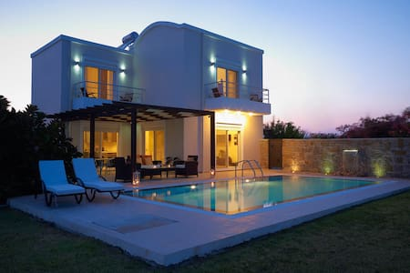 Luxurious Villa with Private Pool - Rhodes