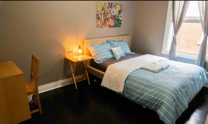 Queen Room, Quiet and Close to Metro Station