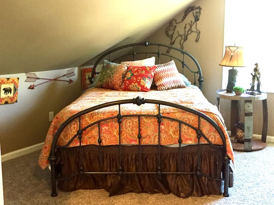 Adult sleeping area - queen bed