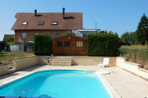 Completely modernized gite with heated swimming pool.