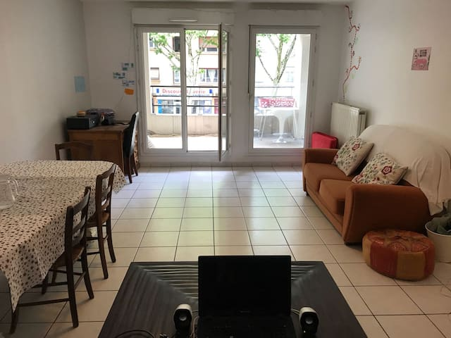 Chambre double dans appartement spacieux et calme