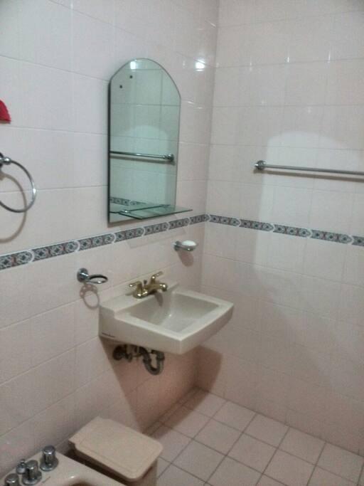 Salle de bain de chambre 1