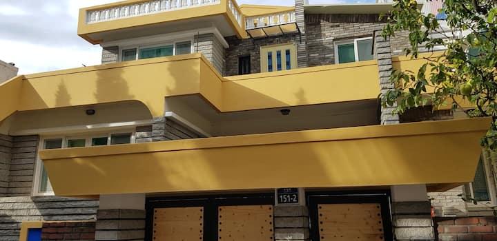 ☆신규 오픈 특별가☆ 옐로우 썬사인 하우스  ( Yellow Sunshine House )