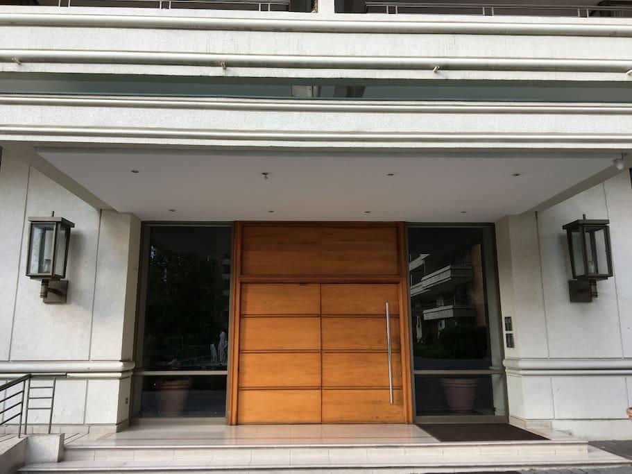 Entrada al edificio - Entry