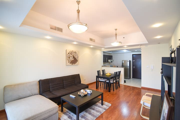 Sophisticated 1 BR in a Comfort of your Home.