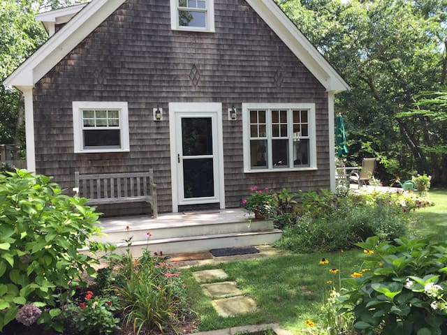 Charming Cottage in W. Tisbury - West Tisbury - Rumah