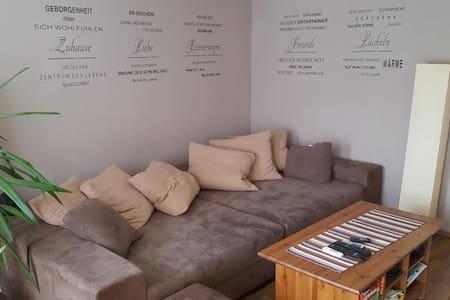 Schönes Zimmer in riesen Wohnung sucht dich!! - Berlin