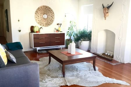 Bedroom Avail 1/2 Block From Ocean - Los Angeles