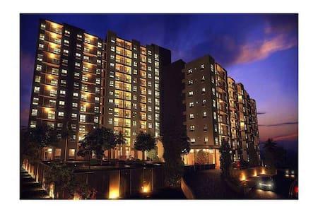 Quiet, Safe & Convenient Penthouse Suite - Angeles - Angeles - Kondominium
