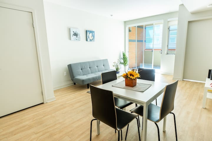 MODERN 2b/2bath Apt in Santa Monica. FREE Parking
