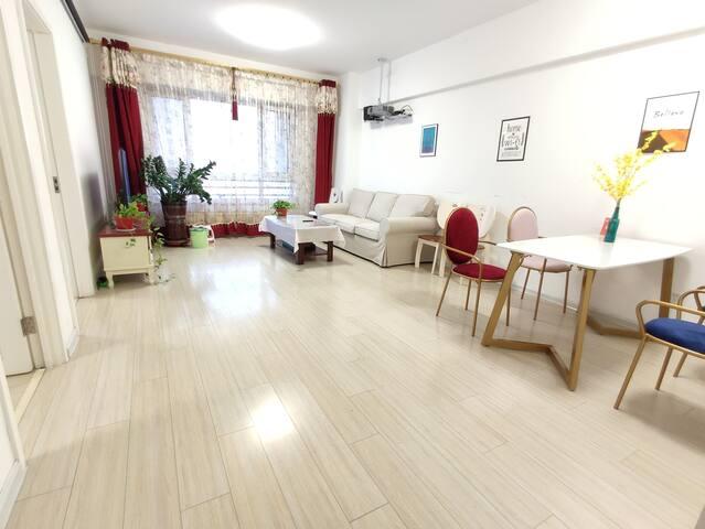 桃李自助公寓(盘锦步行街店)市中心红海滩家庭两室一厅105平套房自驾游家庭投影电视密码锁
