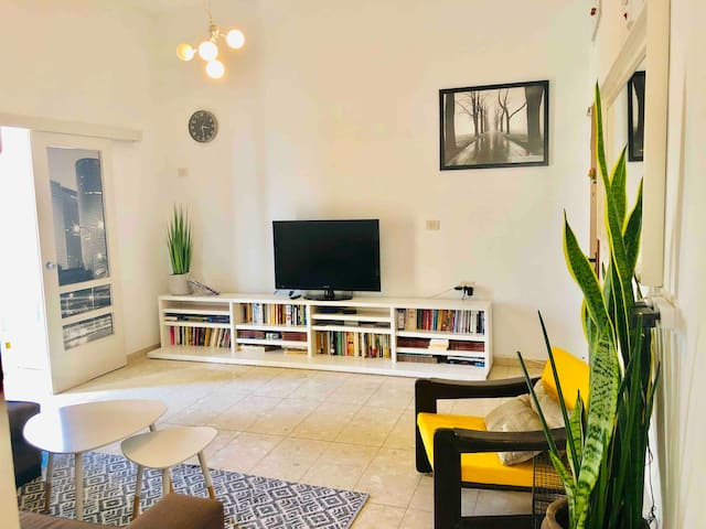 DIZENGOFF CENTER  APARTMENT- 60 M²