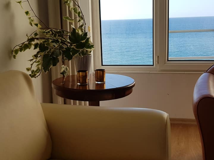 3 bedroom apartment with a sea view