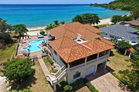Majestic 4 Bedroom BEACHFRONT Villa *EXCLUSIVE* - Discovery Bay
