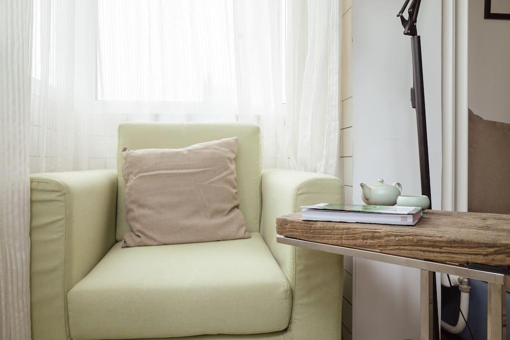 阳台的阅读角。Sofa for Reading