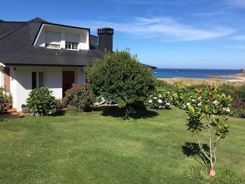 Fully-equipped beachfront room Doniños-Ferrol