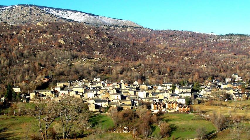 Vue du village de Dorres à  1450 m d'altitude