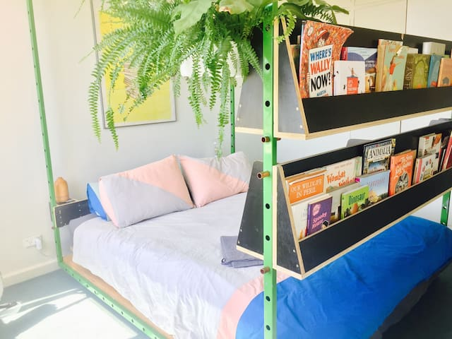 Family-friendly artist's pad, walk to the city - Fitzroy - Daire