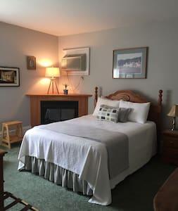 Quiet room in Historic Inn