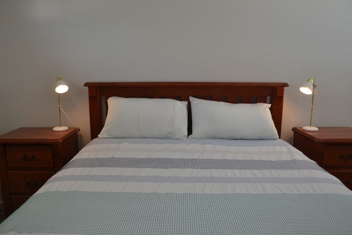 Air conditioned Ensuite Bedroom in modern house