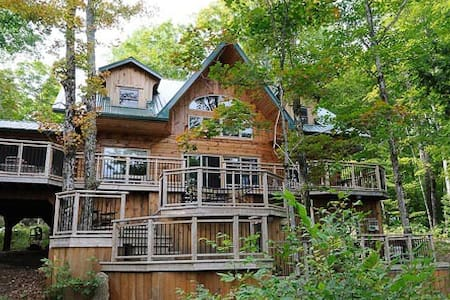 Finnegan's Lakehouse Retreat, Luxury Cottage