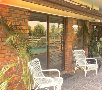 Private family friendly 2 dbl bdrm with pool. WIFI - Algester - Apartment