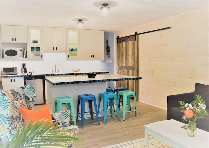 El Rancho Grande - Beautiful separate guest suite.