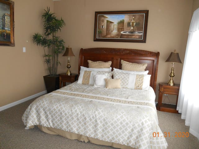 Henriette Suite,same$ up to 4person,close to Falls
