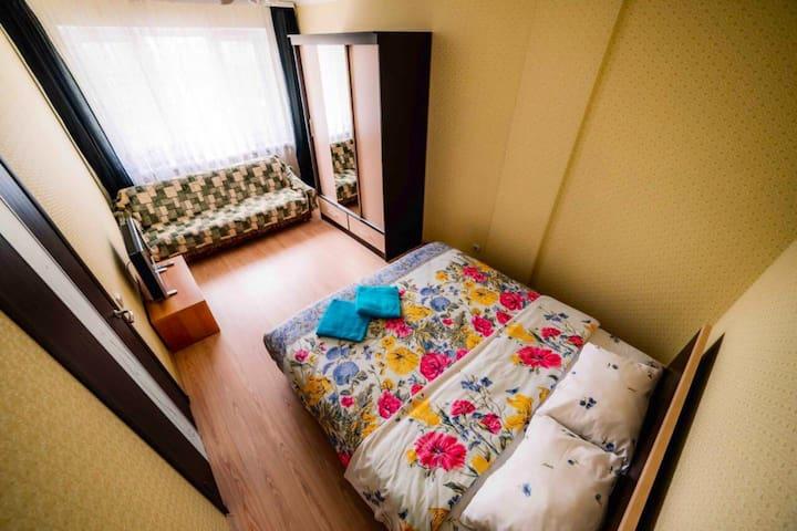 1 ком с двуспальной кроватью Королевский размер